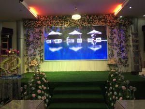 Ứng dụng màn hình LED P5 cho sân khấu tiệc cưới trong nhà